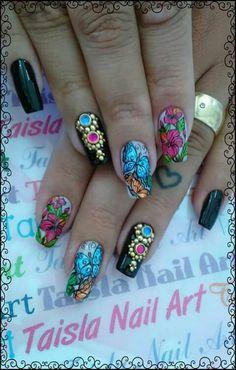 Unha diferente de Taisla unhas. Different nail by Taisla unhas. Uña diferente por Taisla unhas. Unghie different di Taisla unhas.