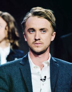 Death stare XDYou can find Tom felton and more on our website. Tom Felton Harry Potter, Harry Potter Cast, Harry Potter Universal, Dramione, Drarry, Tom Feltom, Draco Malfoy Imagines, Drago Malfoy, Thomas Andrews