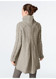 This cardigan, knit using Alaska yarn, is perfect for keeping snug this winter. It is knitted in moss stitch, stocking stitch, reverse stocking stitch and cable stitch using needles and two cable needles. Cardigan Pattern, Jacket Pattern, Jumpsuit Pattern, Knit Or Crochet, Crochet Cardigan, Sweater Cardigan, Knitting Designs, Pulls, Knitting Patterns