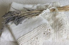 Lavender and old lace. Shabby Chic Bedding Heirloom Collection Queen Linen Sheet with Hand Crocheted Edges Off White Linen via Etsy Shabby Chic Quilts, Shabby Chic Decor, Shabby Look, Swedish Style, Linens And Lace, White Linens, Linen Sheets, Vintage Lace, Hand Crochet