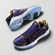 Kobe Bryant Shoes, Kobe Shoes, Kicks Shoes, Kobe Lebron, Kobe Bryant Pictures, Shoe Releases, Nike Basketball Shoes, Nba Basketball, Black Mamba