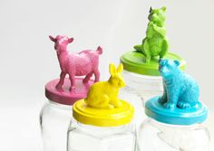 Animal Jar Lids ✻ spray paint the animals and the jar lids with same color. glue dry