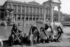 Calcutta, India, beggars in front of a palace, waiting to be fed (c) Frank Horvat, Vintage India, World History, Palace, Empire, Waiting, British, Street View, Marble