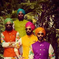 Colour-Coordinated leheriya safas for the groomsmen and the groom to have a colour code at your wedding. Also, the beautiful patterns embellished on the safas that go well with solid coloured Nehru coats or kurtas. Groom Wear, Groom And Groomsmen, Groom Dress, Turbans, Wedding Images, Wedding Styles, Indian Men Fashion, Groom Fashion, Pink Photography