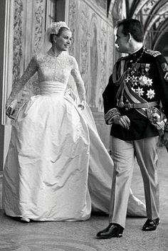 Obsessed with this #wedding #dress !!! http://3.bp.blogspot.com/-j6QuegSJns8/UHTz-E8G2vI/AAAAAAAAJTs/-Ej5w-26BIE/s400/Grace+Kelly+Wedding.jpg