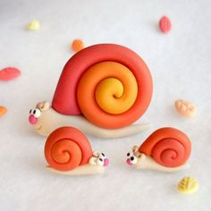 Polymer Clay Tropical Snail Brooch and Post Earrings Set Polymer Clay Animals, Fimo Clay, Polymer Clay Charms, Polymer Clay Projects, Polymer Clay Art, Clay Crafts, Polymer Clay Jewelry, Fondant Animals, Play Clay
