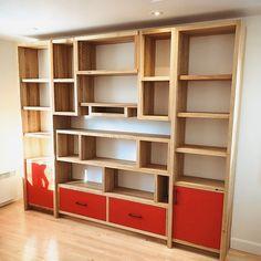 BIBLIOTHÈQUE SUR MESURE – Espace-Bois Wood Pallet Furniture, Wood Pallets, Bookshelves, Bookcase, Decoration, Snug, Interior Decorating, Wall Ideas, Shelf