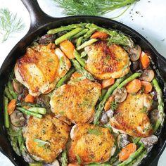Ζουμερό κοτόπουλο με κρεμώδη σπαράγγια | tlife.gr