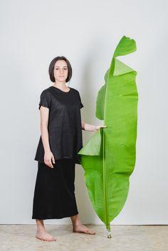 #Maglia in jersey di #canapa 100% dalla vestibilitá morbida e confortevole. Il modello é studiato per valorizzare fisici molto diversi. É realizzata in taglia unica e veste dalla 40 alla 46. filotimo.it