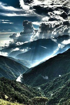 ImageFind images and videos about nature, sky and clouds on We Heart It - the app to get lost in what you love. Beautiful Sky, Beautiful World, Beautiful Landscapes, Beautiful Places, Amazing Places, All Nature, Amazing Nature, Science Nature, Nature View