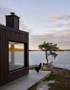 swedish summerhouse - Ferrerofrih Lofts Home Interior Design Decoration Small Apertment - swedish summerhouse Nestled between the pine trees on the shores of a lake this semi-circular Swedish summerhouse is my idea of a peaceful weekend get-away. Architecture Design, Beautiful Homes, Beautiful Places, Haus Am See, Black House, Porches, Exterior Design, Cottage, Outdoor