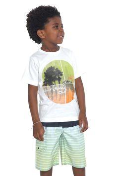 Camiseta de meia malha estampada. Referência: 1276 Bermuda d'água estampada com cós em elástico. Referência: 1277