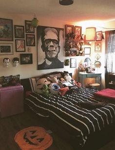 Bedroom Themes, Home Decor Bedroom, Living Room Decor, Living Rooms, Goth Bedroom, Bedrooms, Diy Halloween Room, Halloween Decorations, Scary Halloween