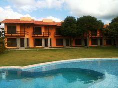 Casa Mobiliada Em Condomínio - Linda casa com 3 quartos, sendo 2 suítes perto da Praia da Espera, a melhor de Itacimirim.     Casa com...