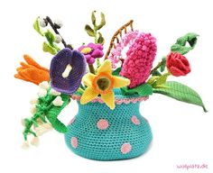 Spring Bouquet Crochet Kit - A bouquet of flowers that wil flourish all the time, how ideal is that? Crochet Along with this spring bouquet! Vase Crochet, Bouquet Crochet, Cactus En Crochet, Crochet Hooks, Crochet Leaf Patterns, Crochet Leaves, Crochet Flowers, Knitting Patterns, Hexagon Crochet