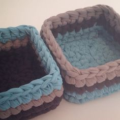 Popcorn & popcorn = small pouf Makes eyes - Knitting 2019 - 2020 Diy Crochet Basket, Crochet Bowl, Knitting Blogs, Knitting Yarn, Cotton Cord, Crochet Storage, Crochet T Shirts, Braided Rugs, Hand Embroidery Stitches