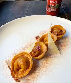 Tortelli ripieni di sugo all'amatriciana – Zenzero in Cucina Amatriciana, Waffles, Breakfast, Ethnic Recipes, Gnocchi, Food, Breakfast Cafe, Essen, Waffle