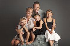 """Attēlu rezultāti vaicājumam """"family photoshoot studio"""""""