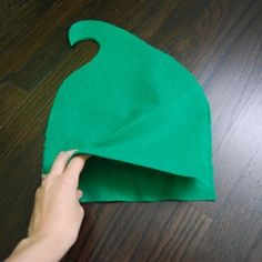 Elf hat- for Christmas Caroling!!! Maybe add ears out of cream felt?
