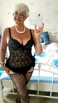 Mature voluptuous brunette alberta