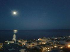 Luna llena, fotografía tomada desde mi casa.