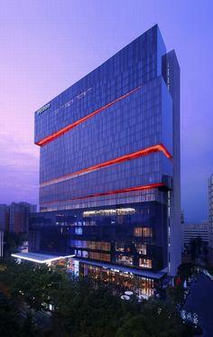 广州希尔顿酒店 Office Building Architecture, Hotel Architecture, Building Exterior, Building Facade, Commercial Architecture, Futuristic Architecture, Facade Architecture, Facade Lighting, Exterior Lighting