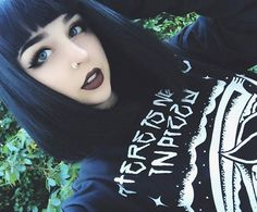 Love the eye makeup. Goth Beauty, Pure Beauty, Beauty Makeup, Hair Beauty, Goth Makeup, Hair Makeup, Eye Makeup, Hairstyles With Bangs, Pretty Hairstyles