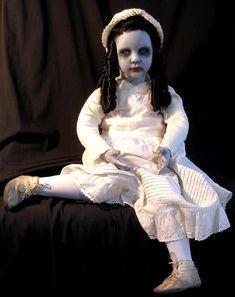 Abigail Ghost Doll of Ruebel Hotel Gothic Dead Dolls by D. Halloween Forum, Halloween Doll, Halloween Crafts, Halloween Party, Halloween Costumes, Halloween Stuff, Halloween Ideas, Creepy Kids, Scary Dolls