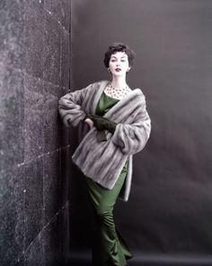 hollyhocksandtulips:  Dovima,Photo by Virginia Thoren, 1954 June Bateman Gallery