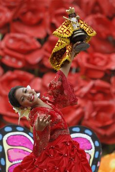 Another great visual thinking prompt. Study the clothing, her skin/hair/face, the doll, etc. This is celebratory festival called Sinulog in Cebu Philippines
