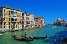 Gondoliers in Venice, Italy | Purpose Filled Wandering
