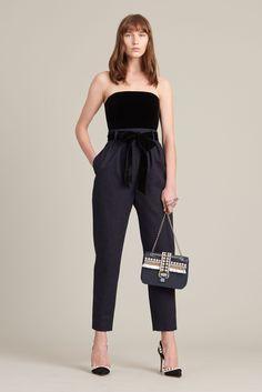 See the complete Monique Lhuillier Pre-Fall 2017 collection. Fashion 2017, New Fashion, Trendy Fashion, Autumn Fashion, Fashion Outfits, Nice Outfits, Work Fashion, High Fashion, Fashion Ideas