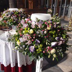 λαμπάδες γάμου με φρέσκα άνθη σε βάσεις από θαλασσόξυλα..Δεξίωση   Στολισμός Γάμου   Στολισμός Εκκλησίας   Διακόσμηση Βάπτισης   Στολισμός Βάπτισης   Γάμος σε Νησί - στην Παραλία. Altar, Floral Wreath, Wreaths, Bridal, Home Decor, Floral Crown, Decoration Home, Door Wreaths, Room Decor