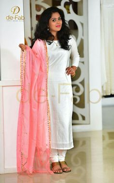 What a color combo! Salwar Neck Designs, Kurta Designs, Blouse Designs, Dress Indian Style, Indian Dresses, Indian Wedding Outfits, Indian Outfits, Indian Attire, Indian Wear