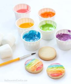 marshmallow paint: Edible rainbow paints for kid-friendly cookie decorating edible marshmallow paint — fun food craft for kids — paint on cookies, marshmallows, or paper Kids Food Crafts, Edible Crafts, Edible Food, Kid Crafts, Toddler Crafts, Kids Cooking Recipes, Cooking Classes For Kids, Kids Meals, Fun Recipes For Kids