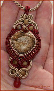 A kis török - sujtás medál képjáspissal Soutache Pendant, Soutache Jewelry, Diy Jewelry, Jewelry Making, Jewellery, Pocket Watch, Pendants, Handmade, Accessories