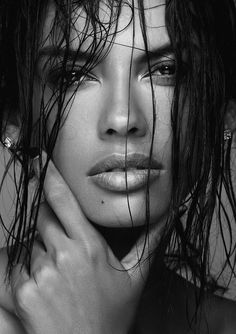 Discover The Photography Techniques Of The Pros Black And White Portraits, Black White Photos, Black And White Photography, Black And White Girl, Photography Women, Beauty Photography, Portrait Photography, Photography Books, Photography Hashtags