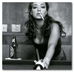 Leah Remini - King of Queens- This is how she looks in Tyler's dreams,lol! One Hot Mamasita! Women Smoking, Girl Smoking, People Smoking, Smoking Room, King Of Queens, Actrices Hollywood, Shows, Celebs, Celebrities