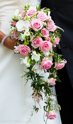 Roses and orchids make a beautiful loose bridal bouquet Garden Rose Bouquet, Pink Rose Bouquet, Bridal Bouquet Pink, Flower Bouquet Wedding, Fall Wedding Flowers, Wedding Flower Arrangements, Bridal Flowers, Floral Wedding, Cascading Bridal Bouquets