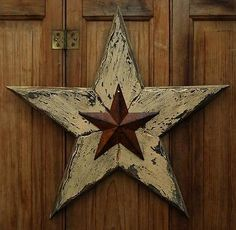 PRIMITIVE DISTRESSED WOOD 15 INCH RUSTY TIN BARN STAR HANGING GREETER FOLK ART
