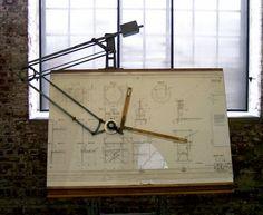 Antigua mesa de dibujo técnico. #Esmadeco.