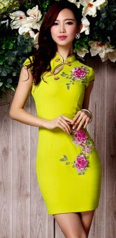 Lime Qipao Ao Dai, Chinese Gown, Costume Steampunk, Style Chinois, Cheongsam Dress, Chinese Clothing, Beautiful Asian Women, Traditional Dresses, Asian Fashion