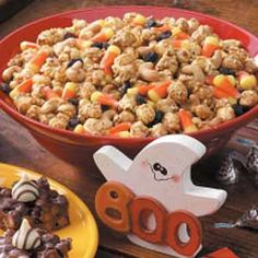 Halloween Snack Mix:  Hint: I have made this with chocolate covered raisins and I've also made it with peanut M and I've tried tiny peanut butter cups. If you don't care much for candy corn get creative and add something you do like. Holidays Halloween, Halloween Sweets, Halloween Crafts, Halloween Foods, Happy Halloween, Halloween Party, Halloween House, Halloween Ideas, Snack Mixes