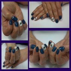 Kék fehér köröm, ki szeretne hasonlót? Zoli szívesen elkészíti! :-)   www.magdiszepsegszalon.hu/index.php?p=2  #nails #blue #white #MagdiSzepsegszalon