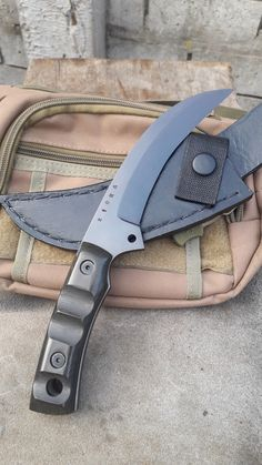 Cool Knives, Knives And Swords, Tactical Knives, Fantasy Dagger, Knife Patterns, Self Defense Weapons, Ninja Weapons, Forged Knife, Cold Steel