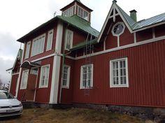 https://flic.kr/s/aHsm9VjCL2 | Mäenpään työväentalon elokuvateatteri (1941-1973) | Mäenpään työväentalon elokuvateatterissa näytettiin elokuvia vv. 1941-1973. Tilassa olevan projektorin, Bauer B5:n kunnostus aloitettiin marraskuussa 2015.