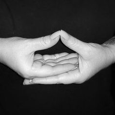 Mudras are hand gestures during meditation that channel your body's energy flow. Try these 10 commonly used mudras to improve your health and energy levels. Power Of Meditation, Chakra Meditation, Chakra Healing, Kundalini Yoga, Sanskrit, Respiration Yoga, Gyan Mudra, Hand Mudras, Paz Interior