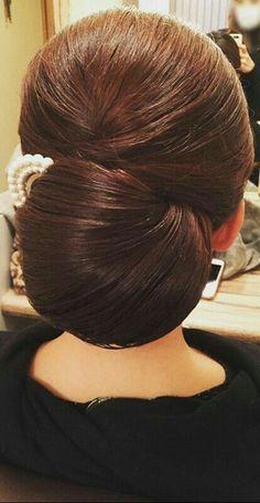 Low Bun Hairstyles, Vintage Hairstyles, Hair Arrange, Trending Hairstyles, Hair Today, Hair Dos, Gorgeous Hair, Bridal Hair, Marie