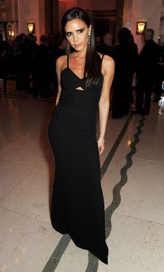 Victoria Beckham en une robe noire longue au Awards de l'année 2013 des femmes du monde de l'art