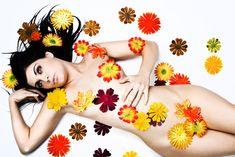 La Floriterapia è una medicina alternativa basata sull'utilizzo di essenze floreali per ascoltare e gestire le emozioni.  Individuata l'emozione che ti ostacola nel fare bene l'amore, si sceglie l'essenza floreale o il mix di essenze piu' adatte e si assumono in gocce sotto la lingua durante la giornata.  Ti consiglio la floriterapia se hai difficoltà a lasciare andare il controllo mentre fai l'amore e provi ansia, agitazione o disagio durante i rapporti sessuali.